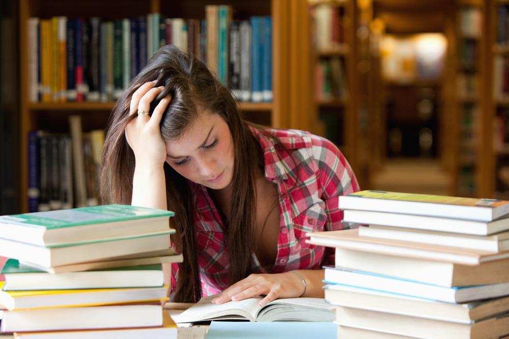 come studiare diritto pubblico ragazza